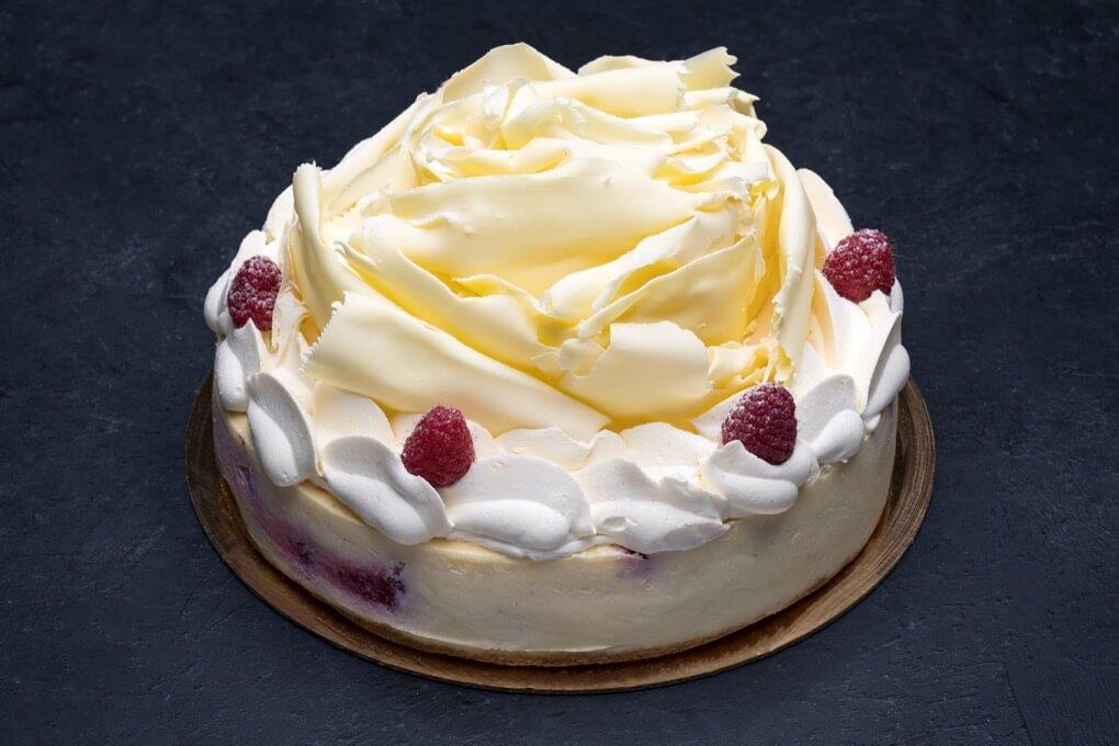 White Chocolate Raspberry Cheesecake 9″