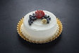 MILK'N BERRIES® CAKE 8""