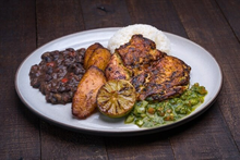 Grilled Citrus Chicken Breast Plato