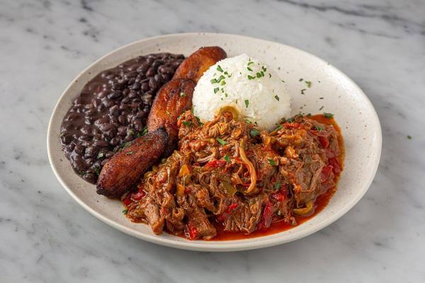 Ropa Vieja Plato (Cuban-style Stewed Beef)