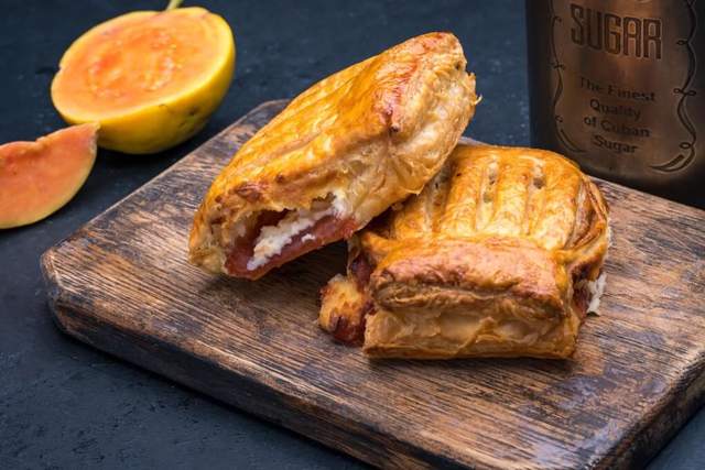 Refugiado®- Guava & Cheese Strudel